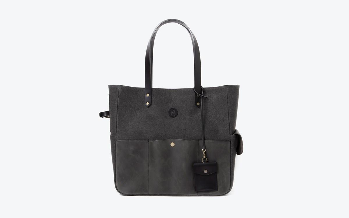 M tote bag_Black 01